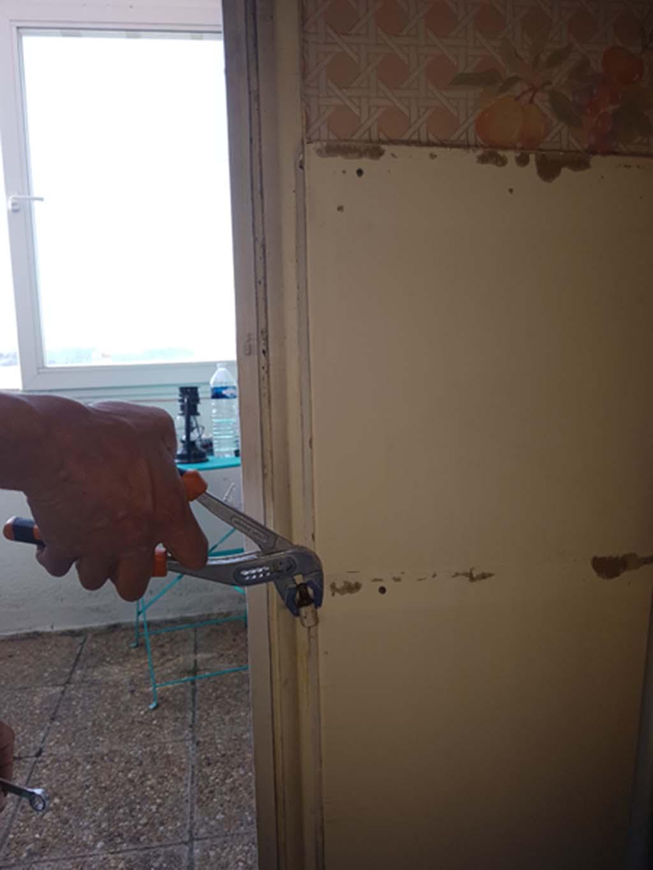 Dépose des quincailleries d'une fenêtre à Toulon