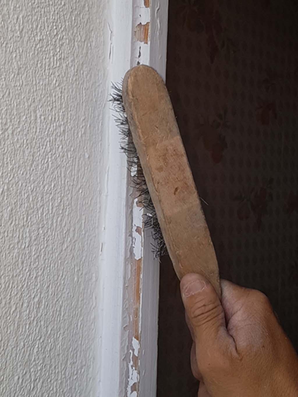 Nettoyage du dormant d'une fenêtre à Toulon