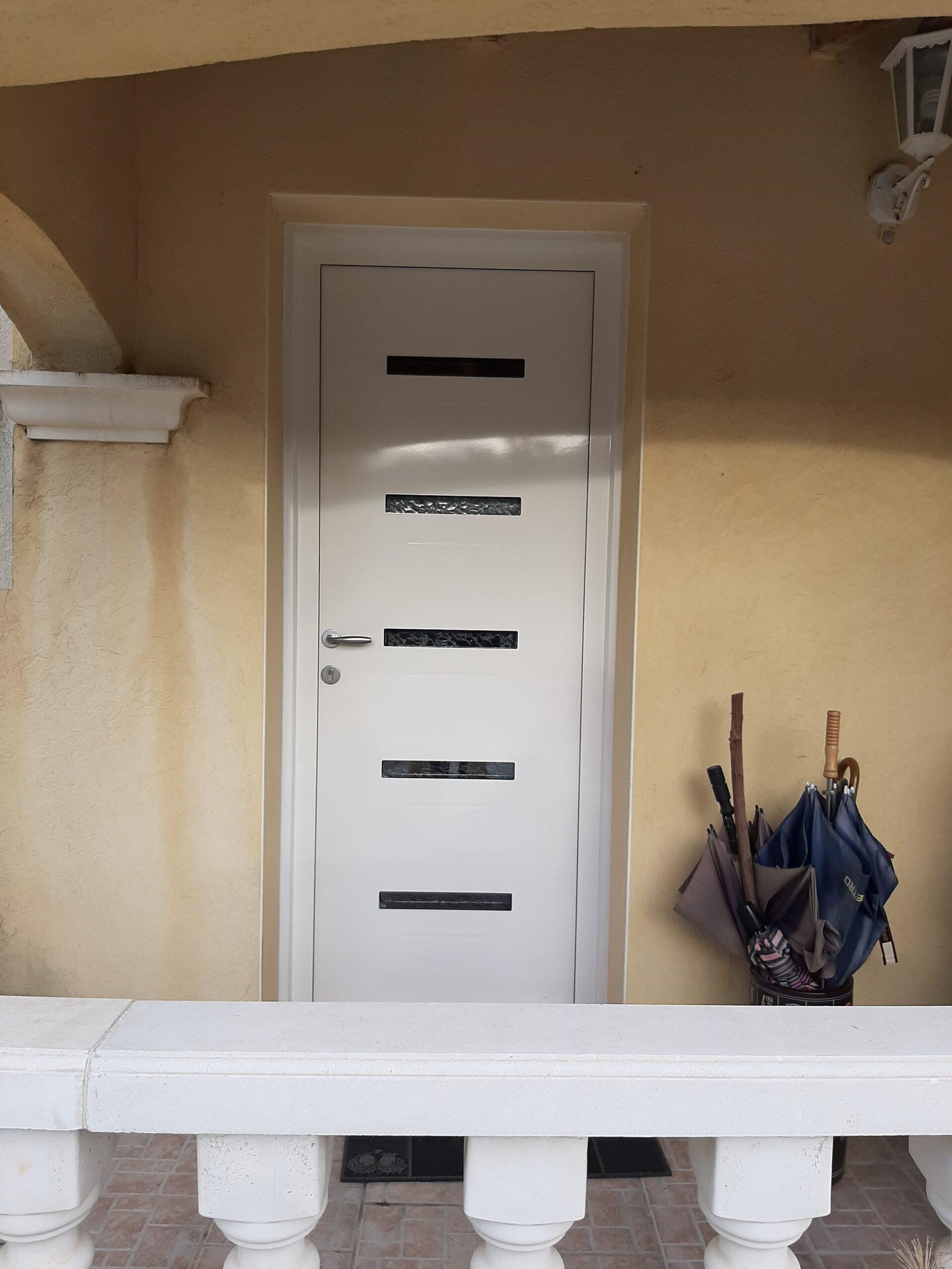 Etude et pose d'une porte en aluminium contemporaine à La Valette du Var