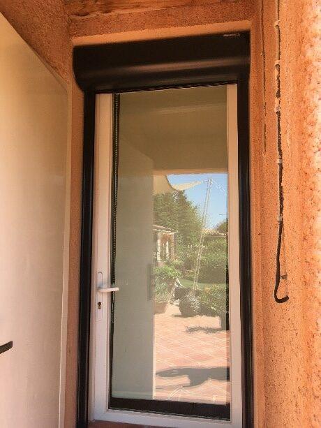 Pose d'une porte fenêtre sans soubassement et volet roulant à Cuers