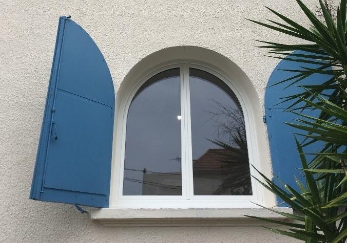 Pose de fenêtres pvc cintrée au Pradet