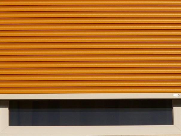 Installation d'une fenêtre avec volet roulant : ce qu'il faut savoir
